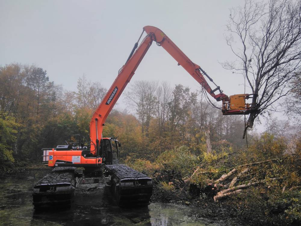 Doosan Excavator learns to swim in Germany