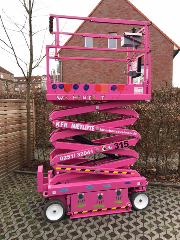 Skyjack paints the Stacks Pink with German Customer to support Lebenshilfe Munster