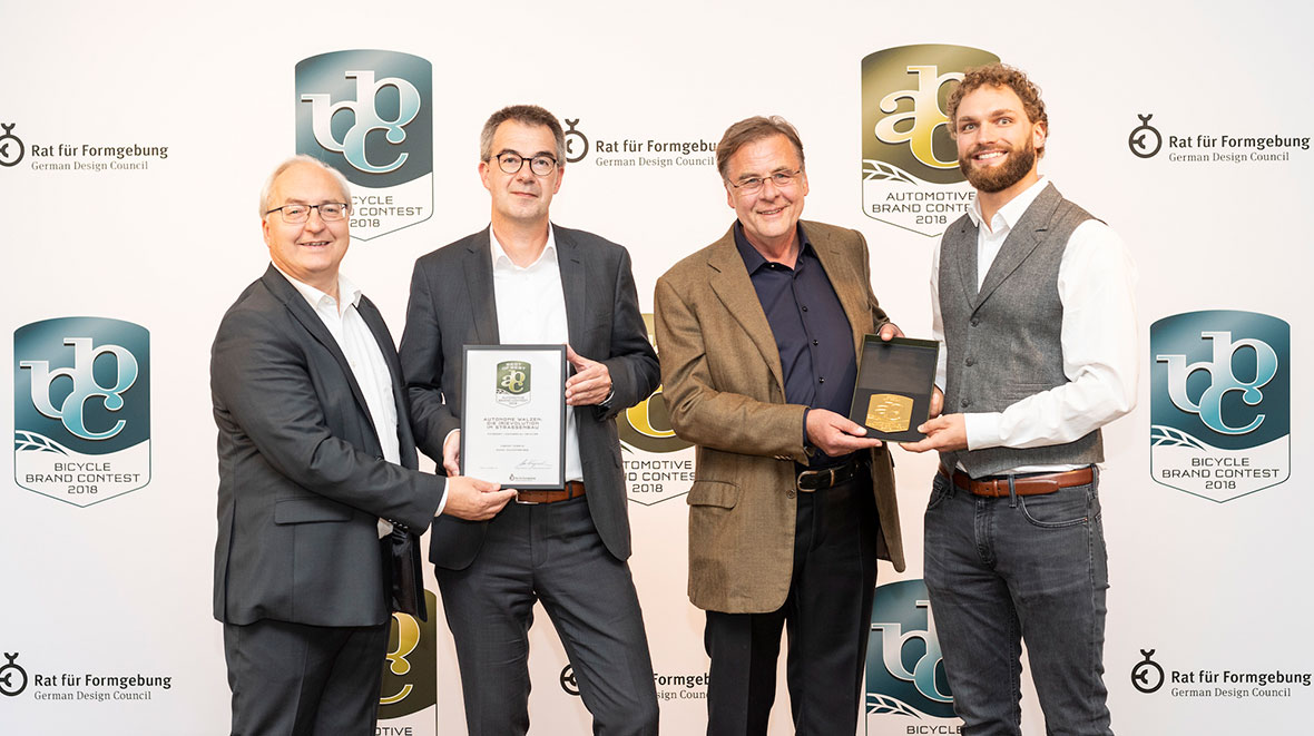 "At the Automotive Brand Contest 2018 prize giving ceremony in Paris on 2 October during the ""Mondial de l'Automobile"" trade fair: Gottfried Beer, Dr. Axel Römer (both HAMM), Ulrich Ewringmann, Julius Renz (both Dialogform)."