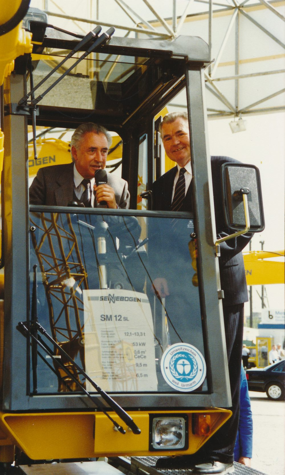 SENNEBOGEN's product innovations are always present at bauma in Muich. For example, the quietest excavator in the world in its day was awarded the blue environment angel in Munich in 1989.