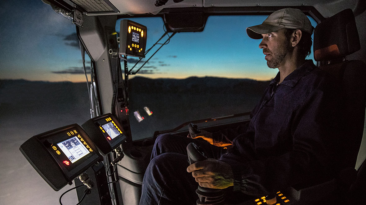 One highlight of Wirtgen's 220 SM/220 SMi surface miner is the spacious ROPS/FOPS operator's cabin. It can be heated or air-conditioned and is soundproofed and isolated from vibrations. All of the machine's key functions have been integrated into the multifunctional joystick.