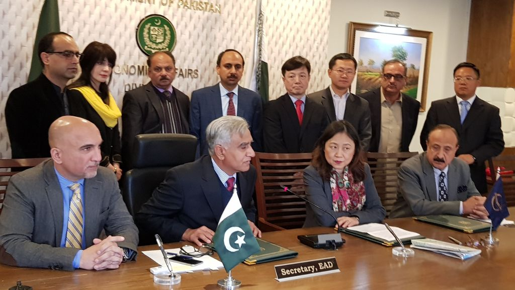 Secretary of the Economic Affairs Divison Mr. Noor Ahmed (second from left, sitting) and ADB Country Director for Pakistan Ms. Xiaohong Yang (second from right, sitting) speaking to the media, highlighting the importance of the Mardan–Swabi road in promoting agribusiness, industry, and tourism in Khyber Pakhtunkhwa's mountain areas.