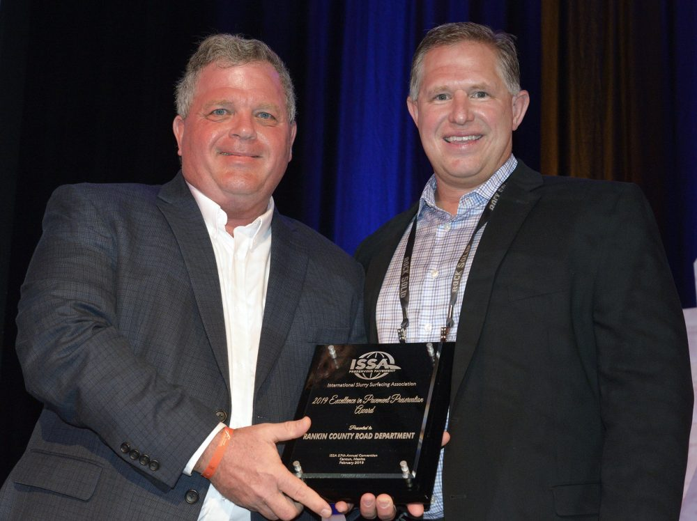 ISSA President Rex Eberly presents the 2019 ISSA Excellence in Pavement Preservation Award to Larry Tomkins, Ergon Asphalt & Emulsions, Inc. Ergon nominated the Rankin County Road Department for this award and accepted on their behalf. Photo by Tom Kuennen, courtesy of FP2.