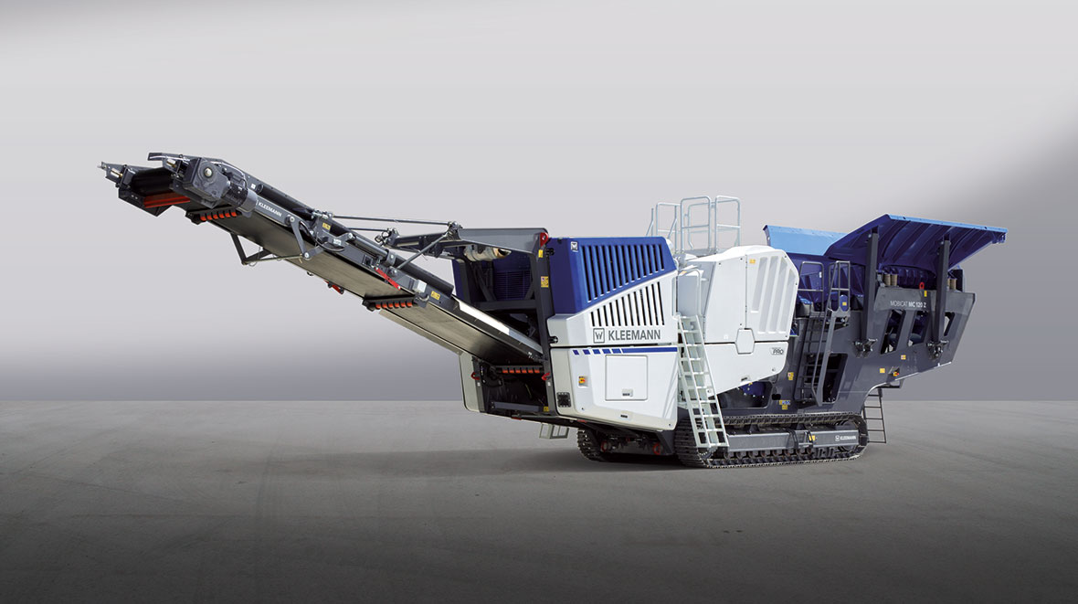The mobile jaw crusher MOBICAT The MC 120 Z PRO is robust and efficient.