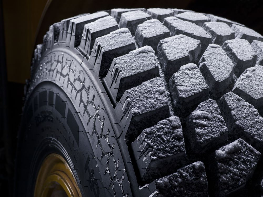 Wheel loaders and road graders are in the front line when the roads, parking lots and industrial sites must be cleared from snow to keep the society running in every weather. Nokian Hakkapeliitta Loader tires offer excellent grip around the year – now in new size 14.00R24.