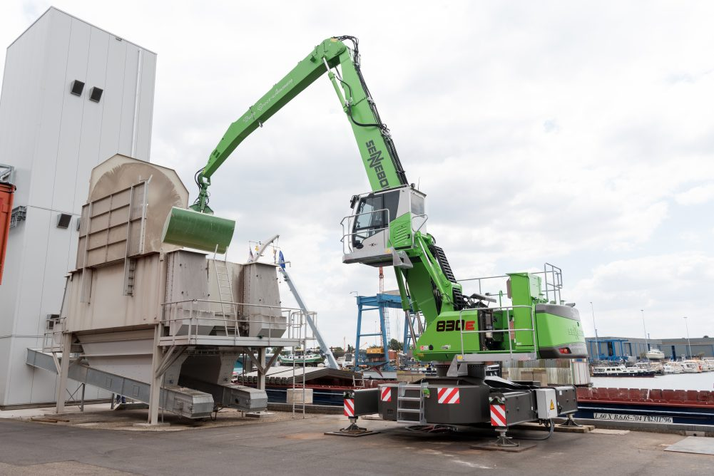 SENNEBOGEN 830E electric material handler delivers efficiency and electric mobility