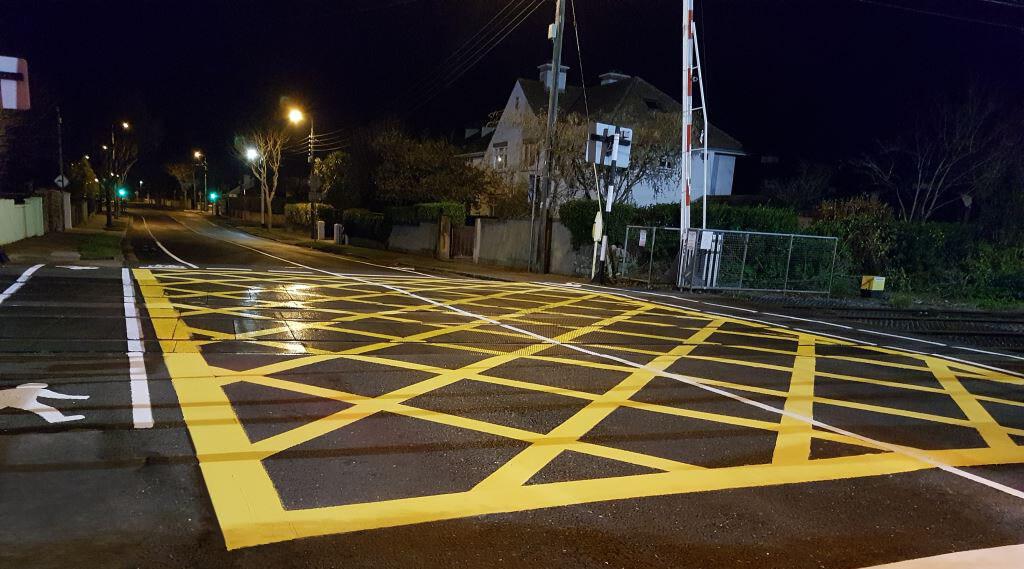 rail yellow box meon