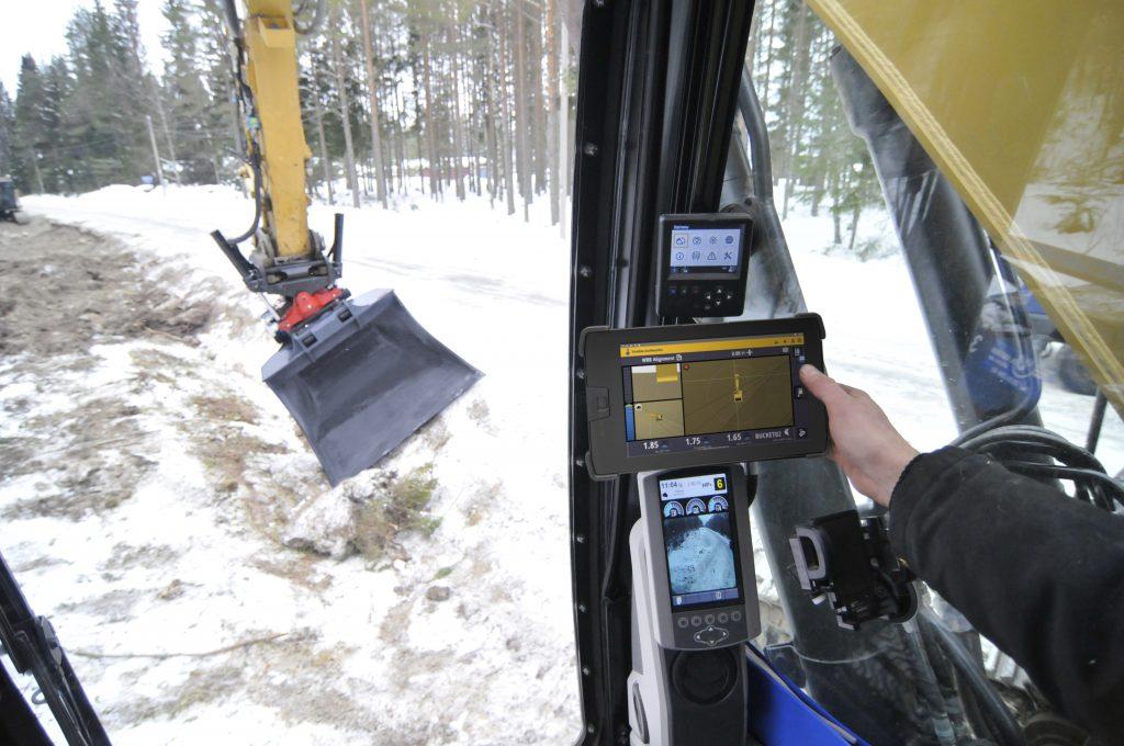 Trimble Earthworks Grade Control Platform Version 1.9 Supports Full Automatics for Tiltrotators and Universal Total Stations for Motor Graders