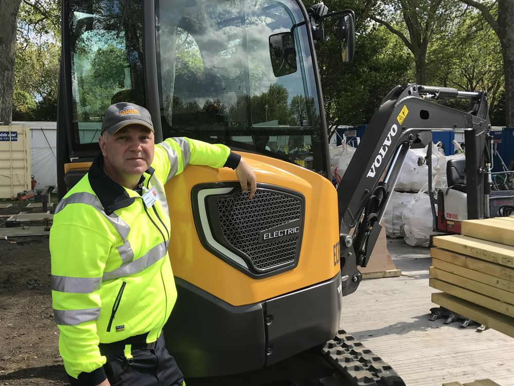 Volvo electric excavator lights up the award-winning garden at RHS Chelsea Flower Show