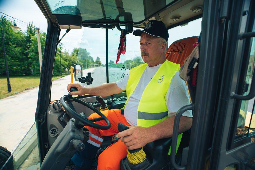 Volvo Excavator Operator at Lutskavtodor Group in Ukraine