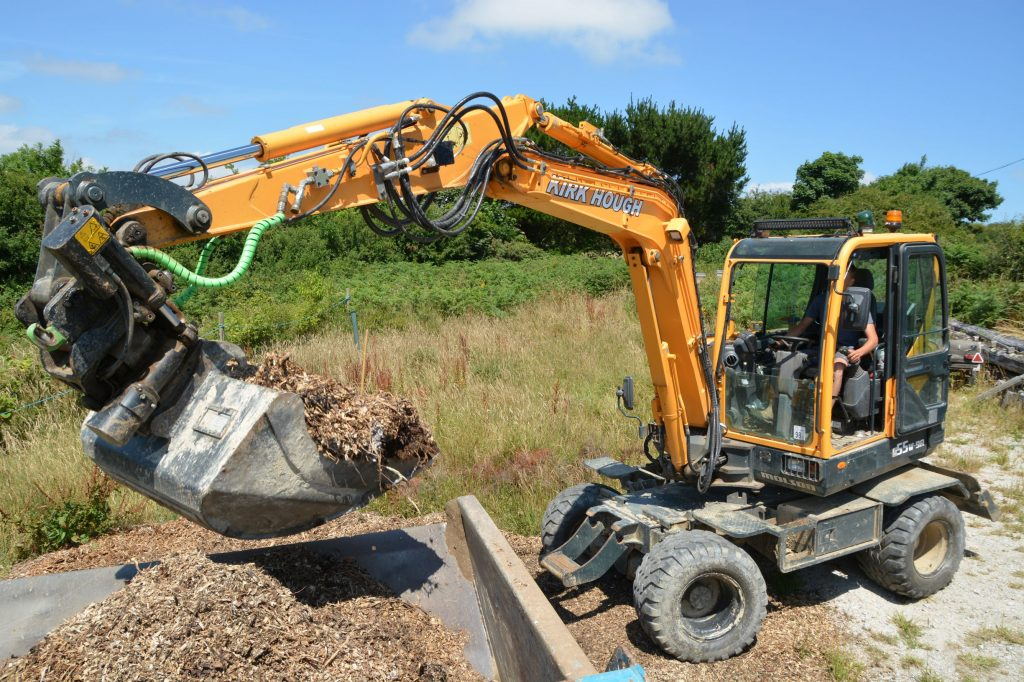 Cornish plant man Kirk Hough has developed a liking for the Hyundai brand over the past few years, having purchased his first 14 tonne class R 140LC-9A back in 2013, K Hough Contractors Ltd are now running four machines comprising two x HX140L's, a 22 tonne HX220L and a R 55W-9A wheeled excavator which has become a really useful addition to the fleet, even surpassing Kirk's expectations of it.