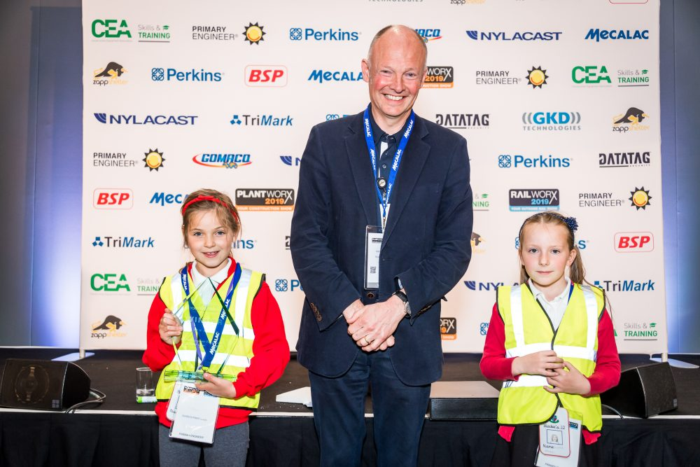 Perkins Young Engineers Award. Caterpillars Robin Woodward Presents Silver prize to Braybrook Primary School