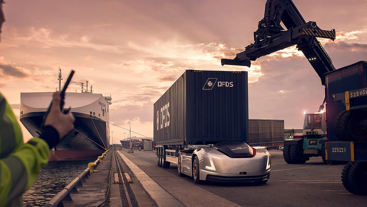 Volvo's autonomous Vera delivers her first container to Swedish port