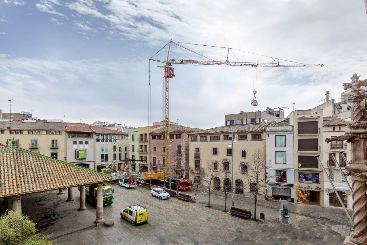 "The MK 88 doing renovation work in Granollers on the famous square ""Plaça de la Porxada""."