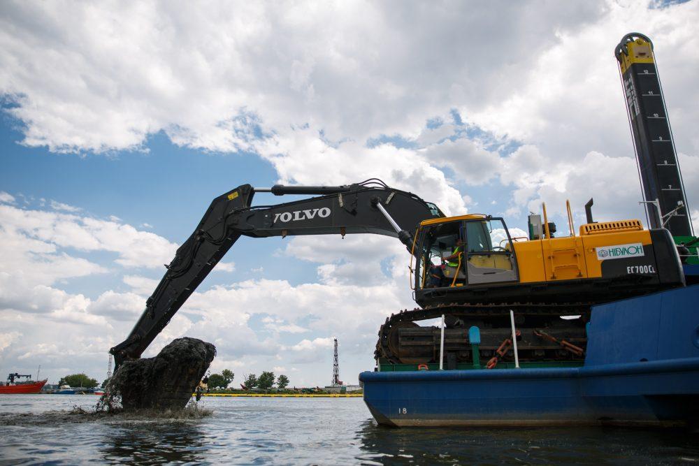 VolvoCE gives Nibulon a lift turning grain transportation into plain sailing