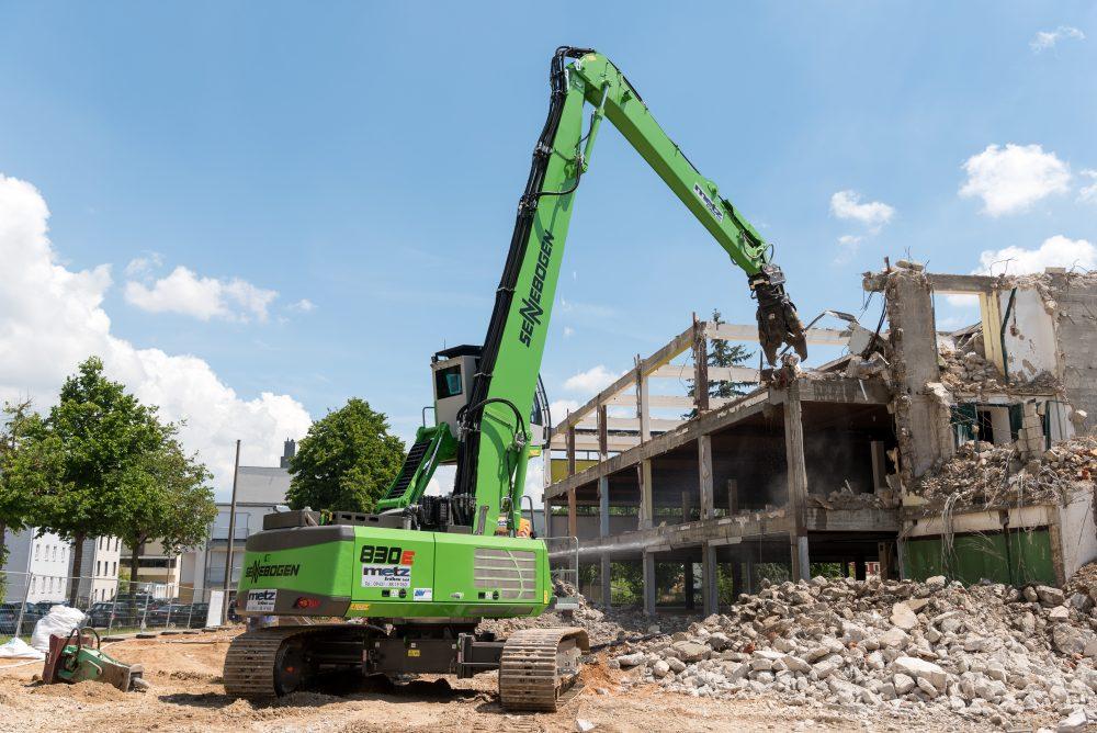 SENNEBOGEN demolition excavator 830 E opens up Regensburg