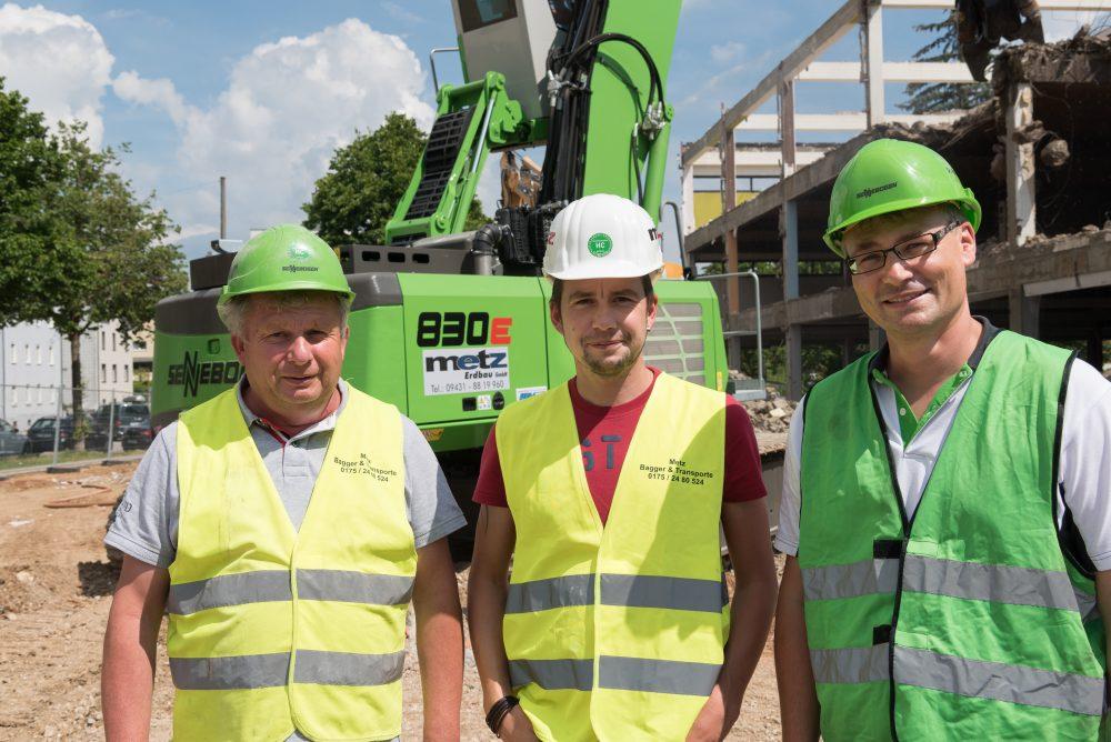 Regensburg demolition project team (from left): Albert Metz, Christian Metz (Managing Director Metz Erdbau GmbH) and Michael Bauer (SENNEBOGEN)