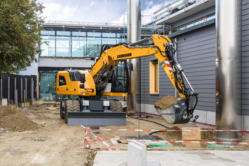 Small, yet massive in terms of efficiency and flexibility: The new Liebherr A 914 Compact Litronic hydraulic excavator.
