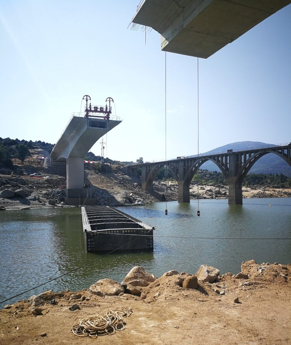 New bridge installation improves infrastructure over Burguillo reservoir near Toledo