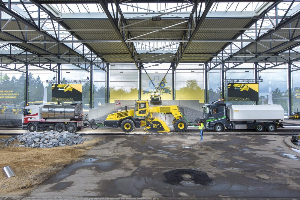 In the Bomag demo and training centre, this year's Innovation Days guests have been demonstrated the entire construction cycle from stabilising and compacting to asphalting and repairing under real conditions.