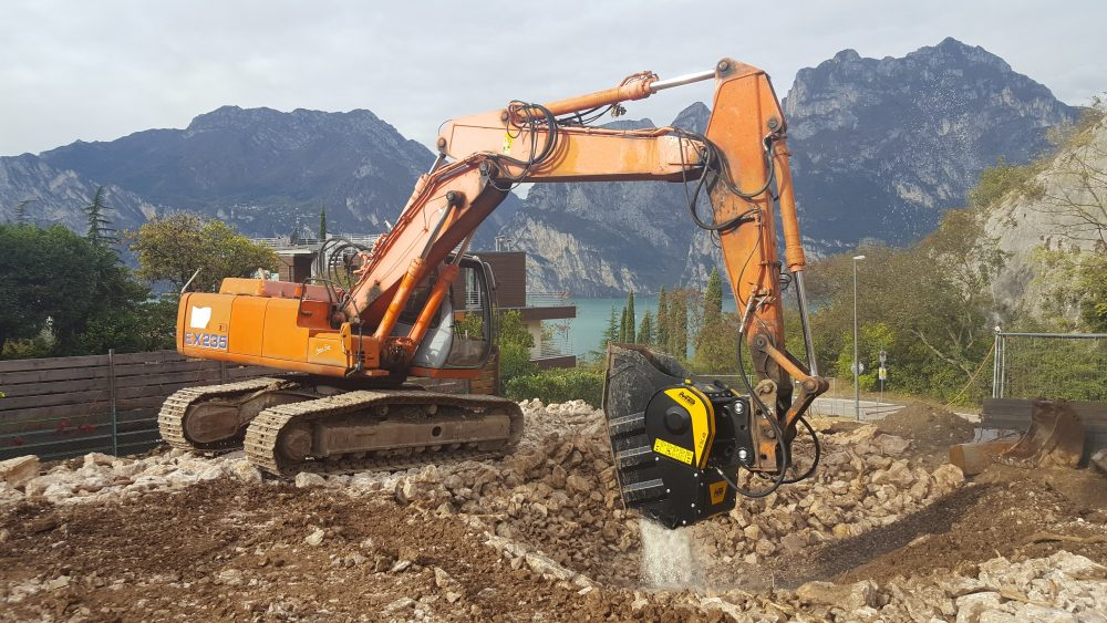 Pipelines, aqueducts and communications are excellent news excavations and trenching using MB Crusher equipment