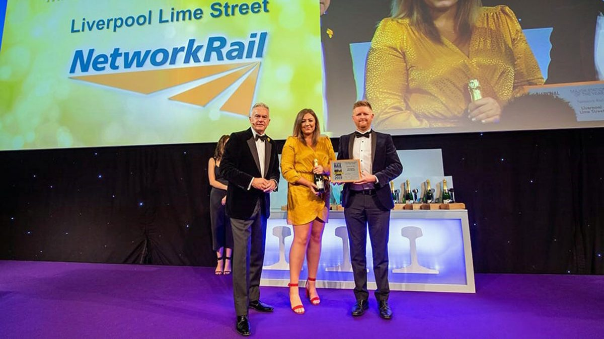 BBC Newsreader Huw Edwards presenting Lime Street team with award (Picture Credit Rail Magazine)