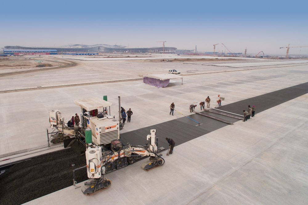 Designed for over one flight movement per minute: the traffic areas need to withstand extremely high loads. Wirtgen slipform pavers deliver the top-quality concrete pavement.