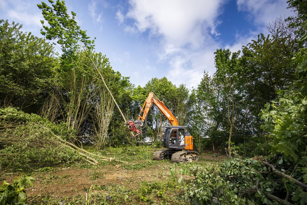 French contractor Schmitt TP has invested in a Hitachi ZX135USL-6 forestry machine for environmental activities carried out by its subsidiary, Mivois Environment.