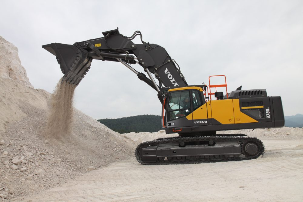 VolvoCE front shovel excavator wind high praise in Slovakia