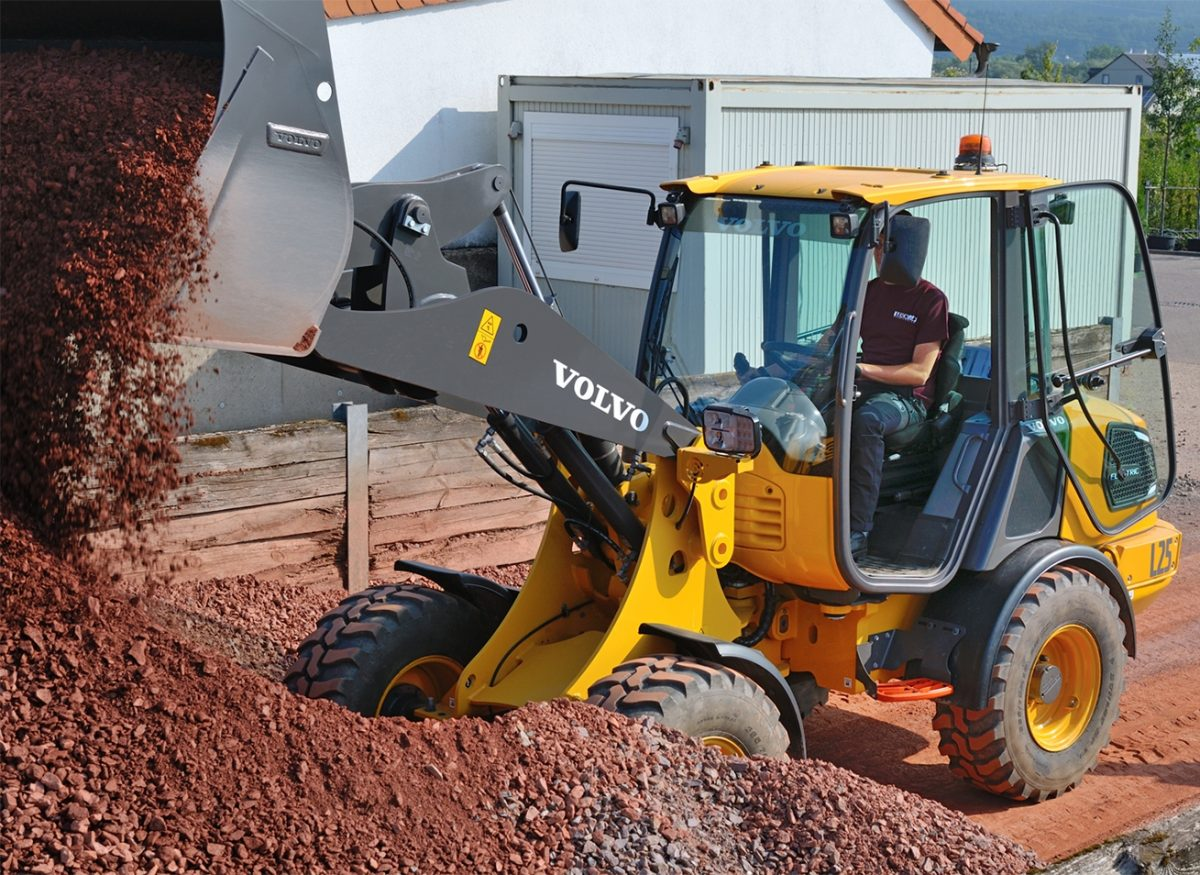 Leick Baumschulen is testing the first L25 Electric compact wheel loader from Volvo Construction Equipment at their tree farm and landscaping company.
