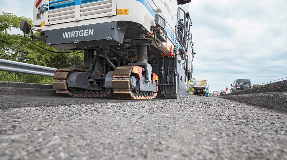 Cold milling machines like Wirtgen's W 210i, with their ability to selectively mill the surface, binder, and base layers as well as their intelligent milling technologies, help ensure that the RAP can be recycled particularly cost-effectively in the mixing plant.