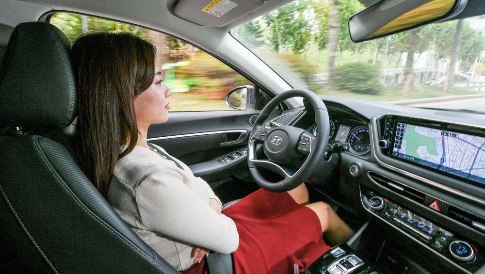 Hyundai develops first machine learning Smart Cruise Control technology