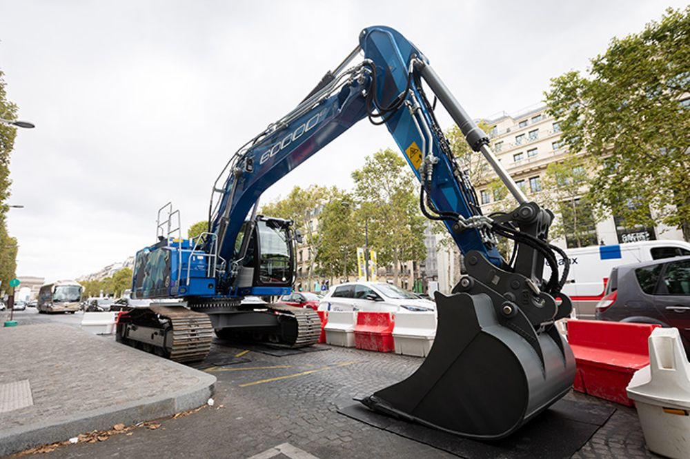 60,000th Liebherr Crawler Excavator turns heads on the Champs Elysées
