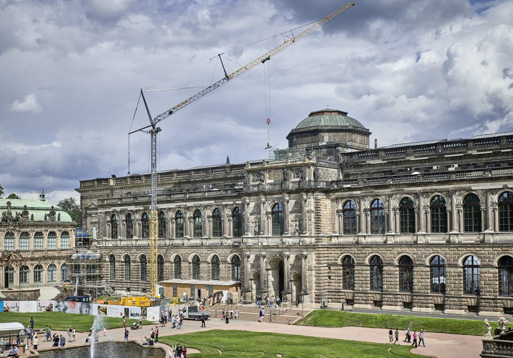 The Liebherr mobile construction crane MK 88 Plus in operation against the picturesque backdrop of the Dresden Zwinger.