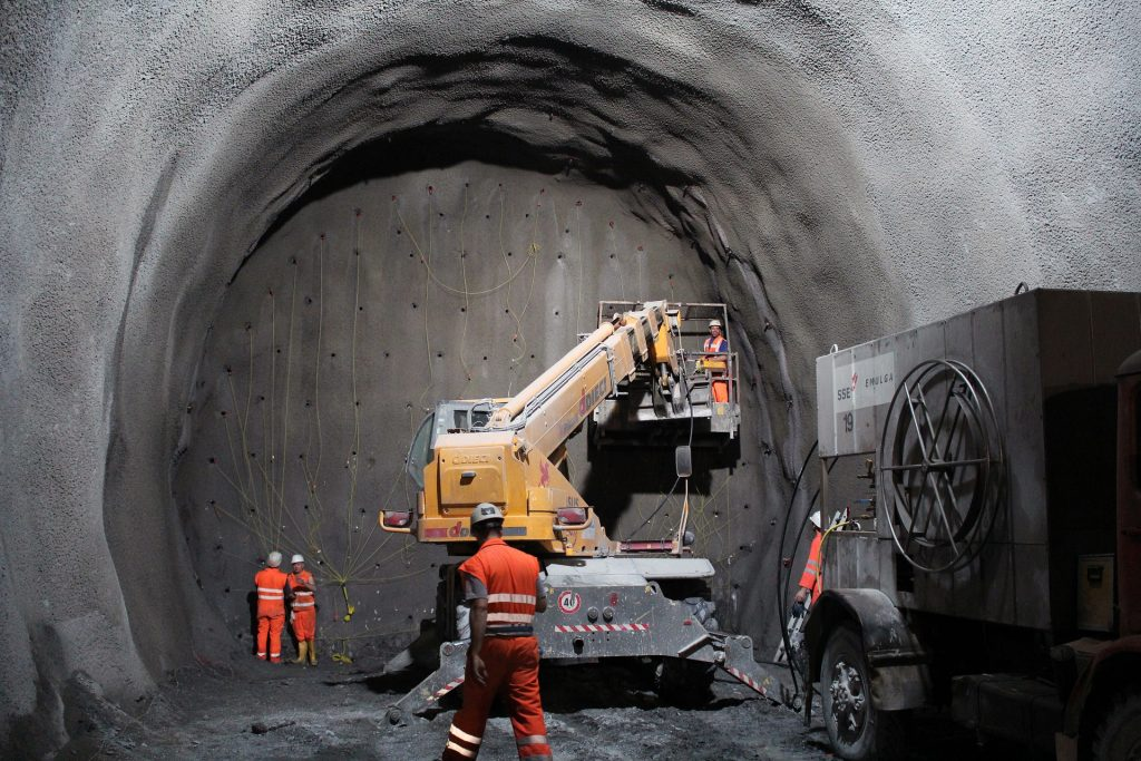 Silvertown Tunnel passes another major milestone with contract signing in London