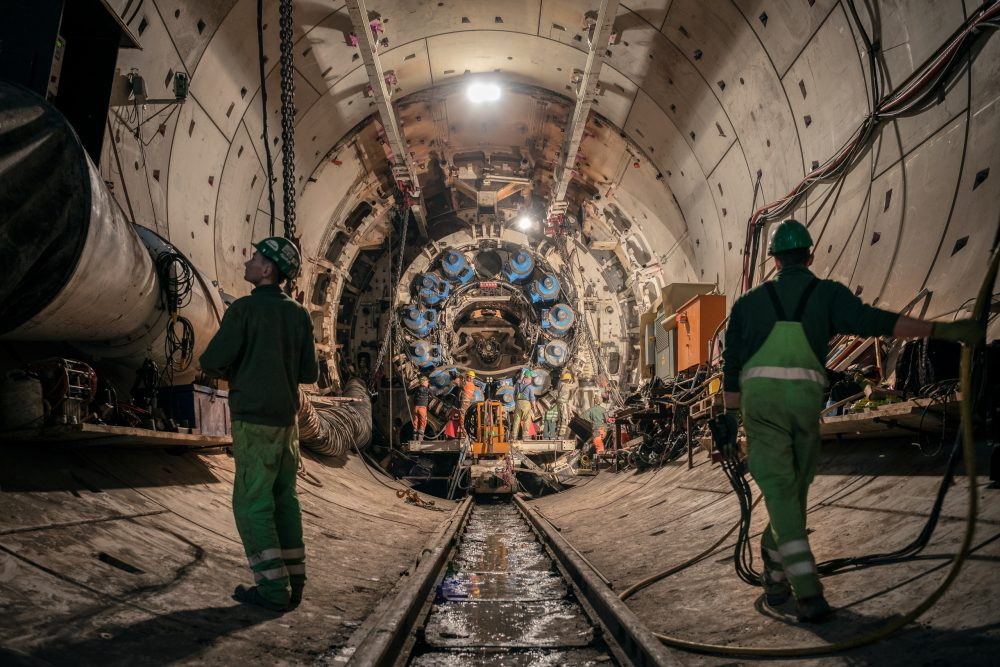 Herrenknecht specialists disassembled SUSE (shield diameter 10.82 meters) after driving the first section in the eastern Filder Tunnel (tunnel inner diameter 9.6 meters). This project milestone required detailed planning and the highest level of professional expertise.