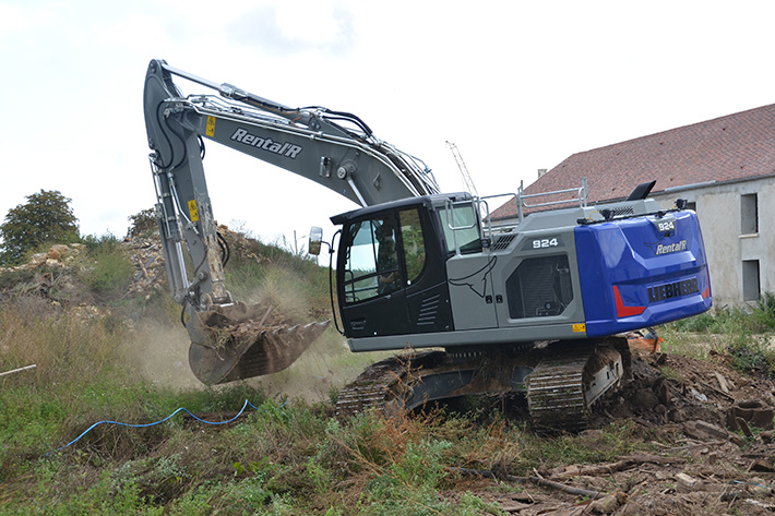 Rental'R digs in with the first Liebherr R 924 G8 crawler excavator in the Île-de-France region