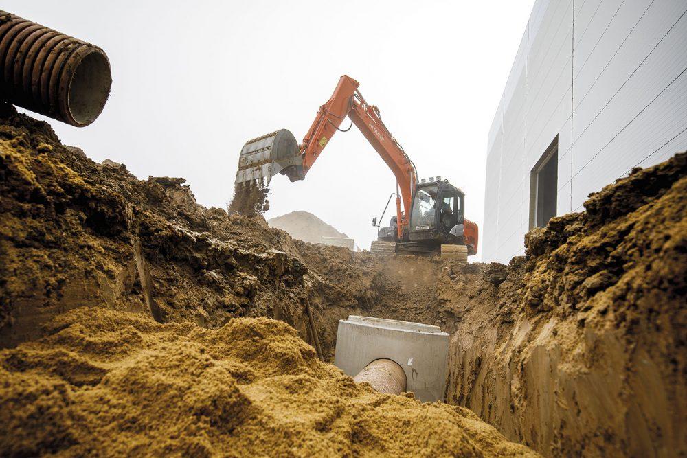 Hitachi Premium Used ZX130LCN-5 Excavator heads to the Czech Republic