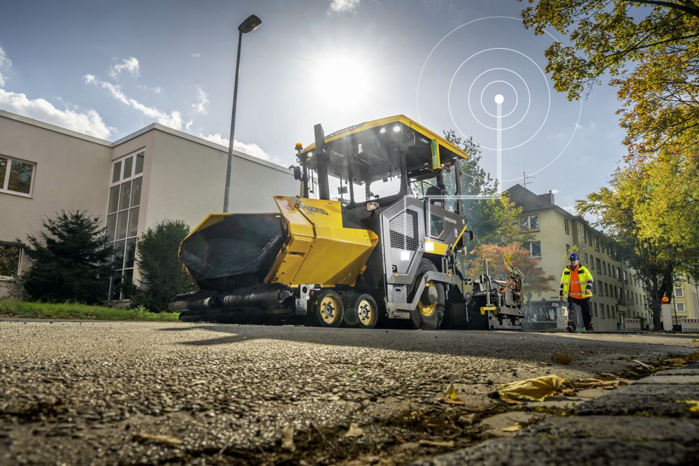 Volvo Construction Equipment makes paving easy with the P6870D ABG Paver