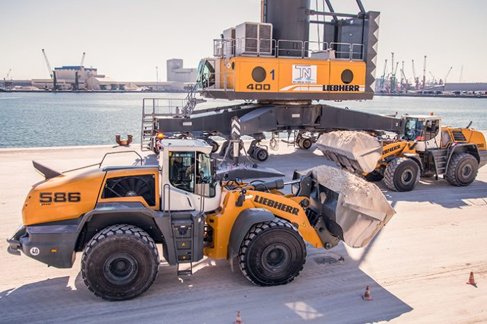 Liebherr wins Innovation Award for their L586 XPower Wheel Loader at Samoter