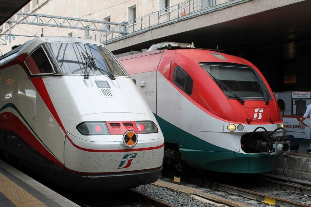 EIB finances new trains for Naples Circumvesuviana network