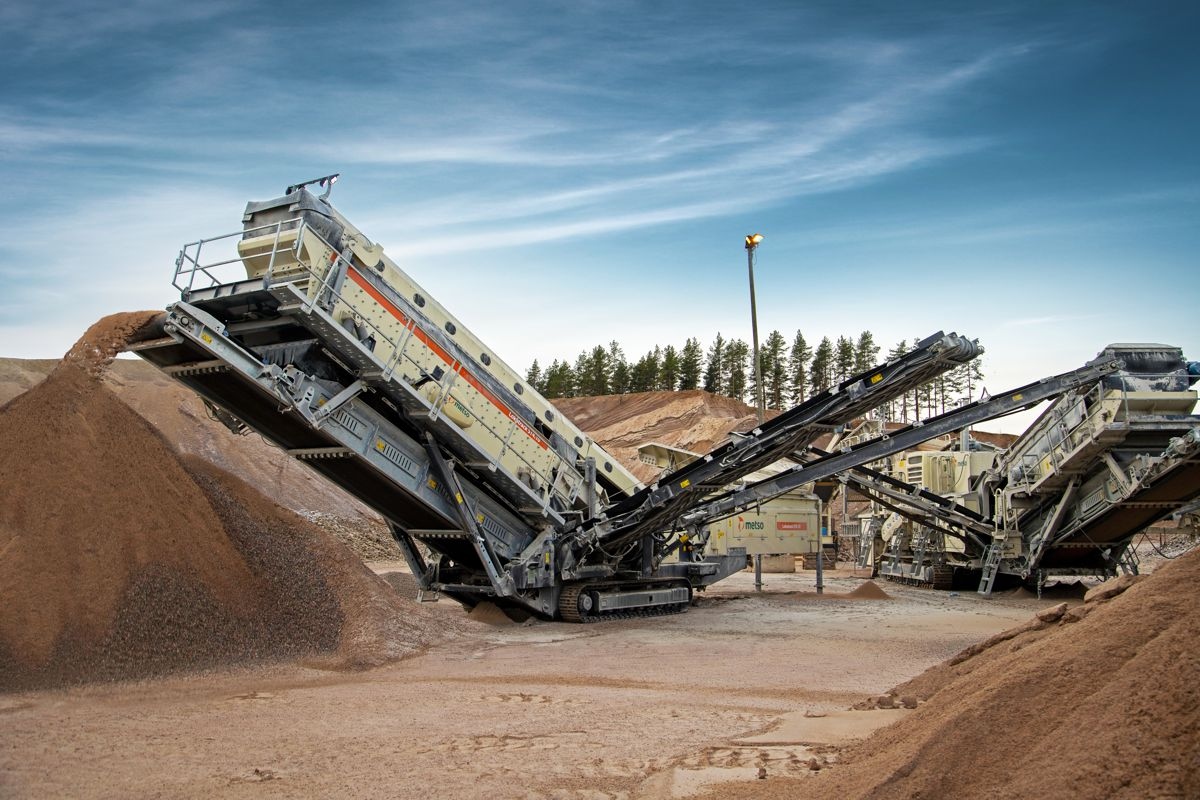 Metso introduces large-capacity Lokotrack ST4.10 mobile screen at ConExpo
