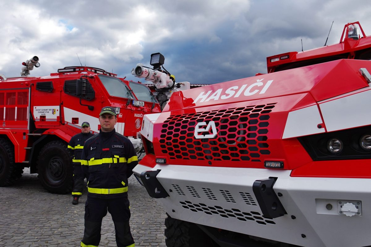Czech firefighters get specialist vehicles on TATRA truck chassis