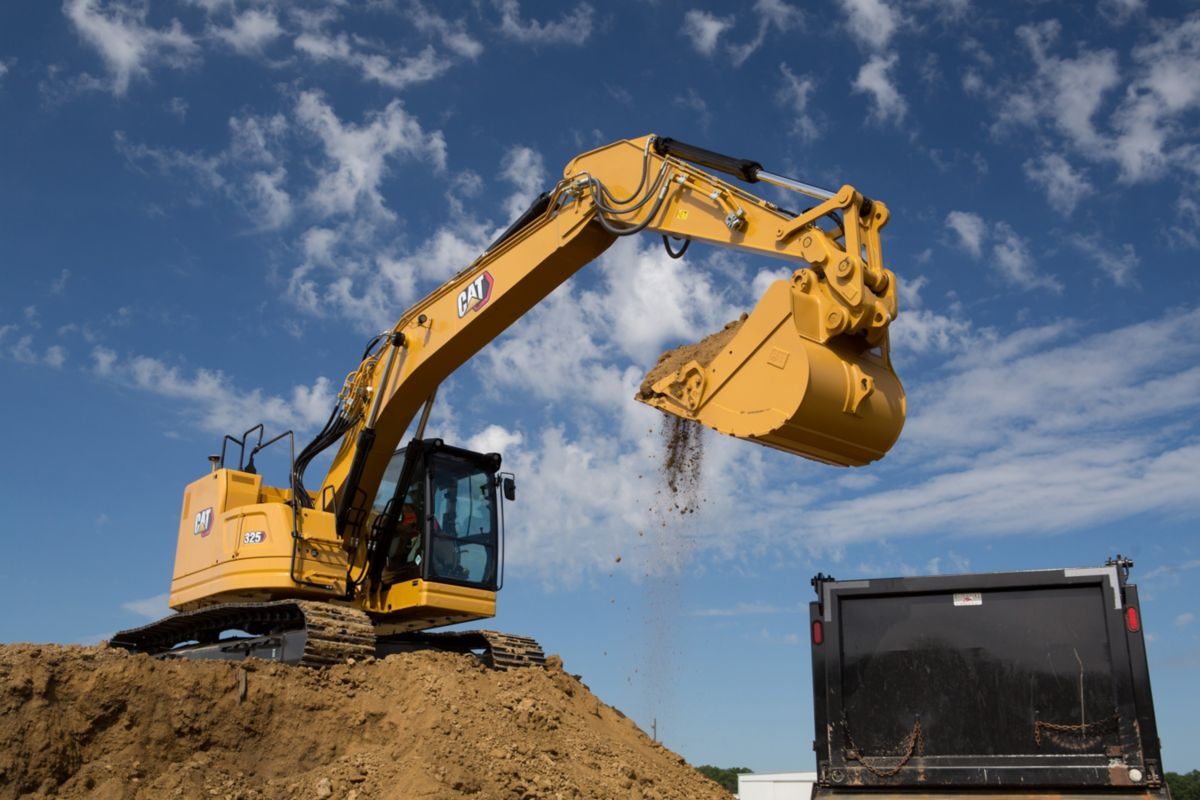 Compact radius design gives next gen Cat 325 Excavator better performance and Safety