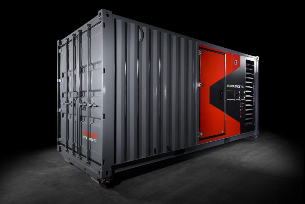 The self-contained Ecosilence 3.0 fits in a 20-foot container size for easier transportation, while maintaining ample space for a work bench, tools, hose storage and an Aqua Cutter Hydrodemolition robot. The container has an innovative sound-absorbing design to reduce noise.