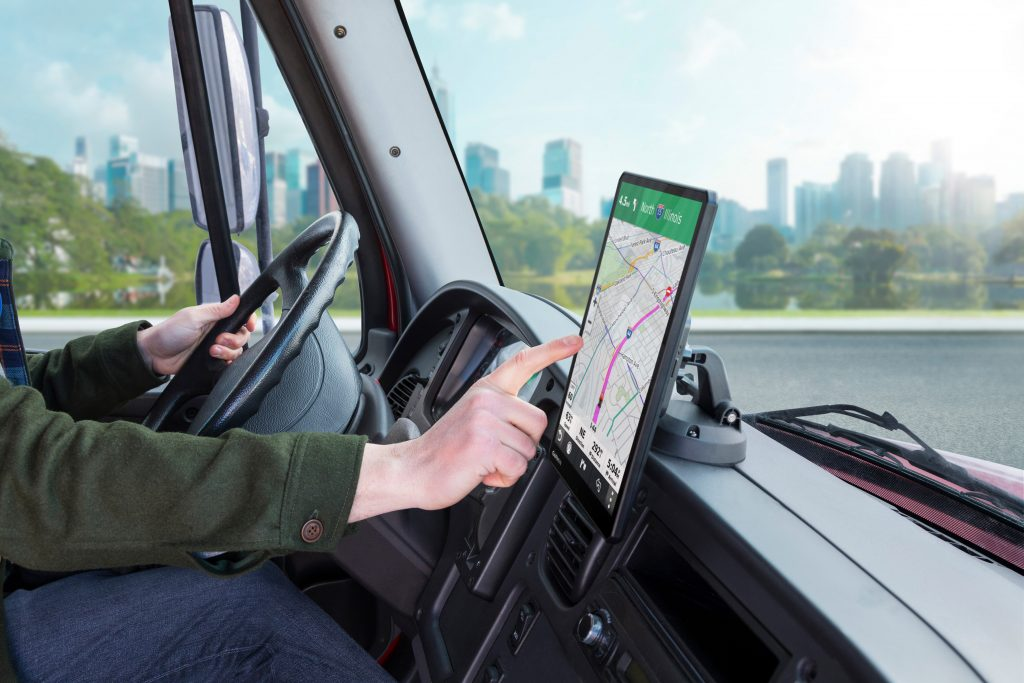 Garmin unveils new oversized dēzl truck navigators