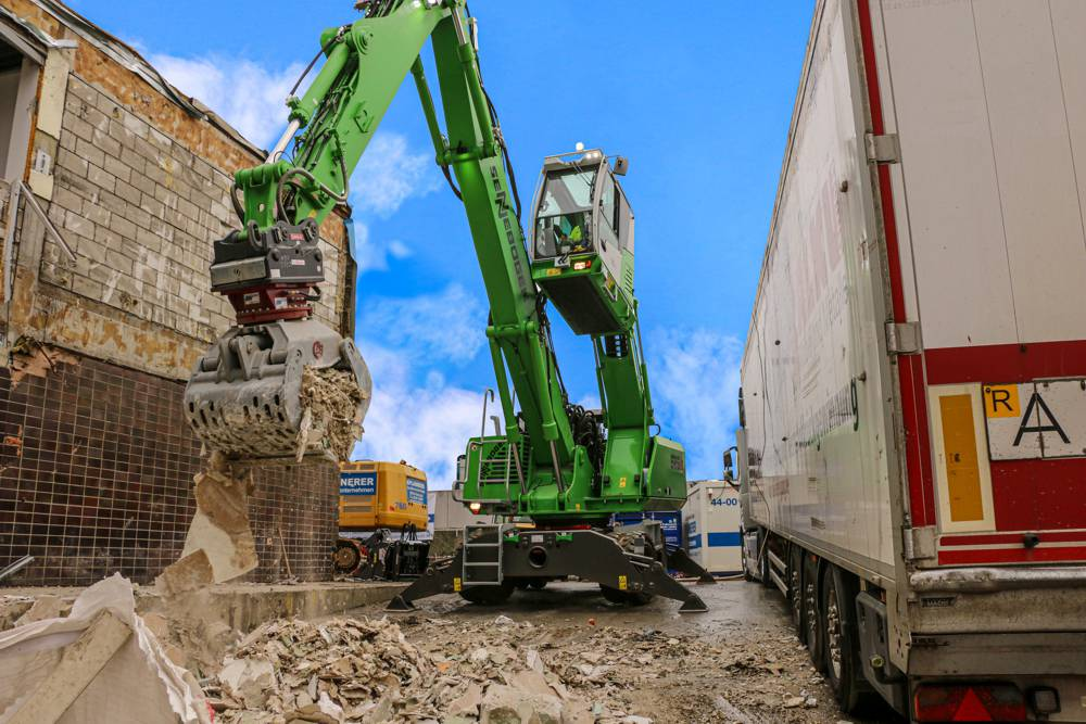 825 E-Series demolition machine perfect addition for dismantling, sorting and loading