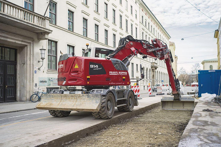 New A 914 Compact from Prantl impresses people in the centre of Munich with its small tail swing.