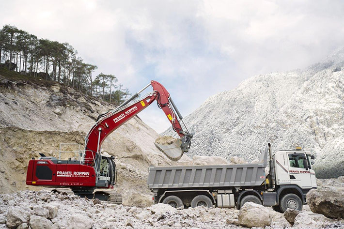 A strong team – new Generation 8 Liebherr crawler excavator loading HGVs.