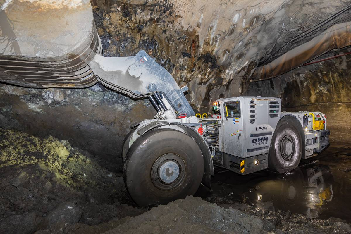 GHH load haul mining dumpers go greener with Stage V engines